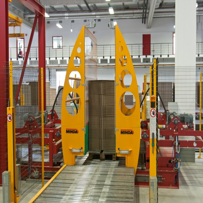 Pallet loading station